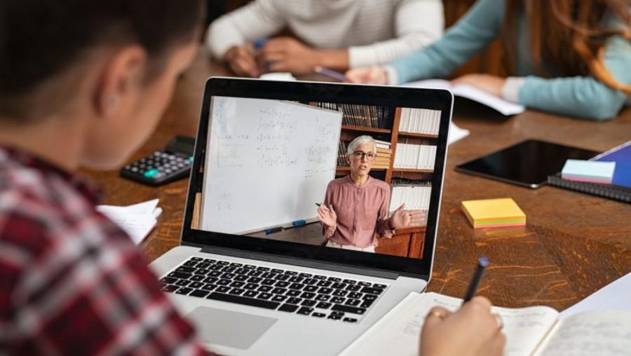 Elevii nu vor da teze în anul școlar 2020-2021. Cum va fi încheiată media semestrială