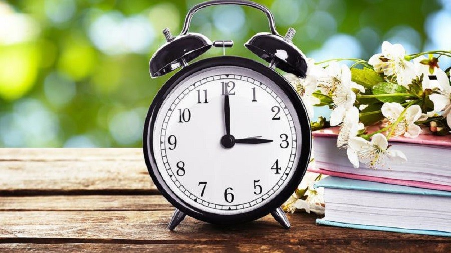 România trece la ora de vară. Ceasurile vor fi date în această noapte cu o oră înainte