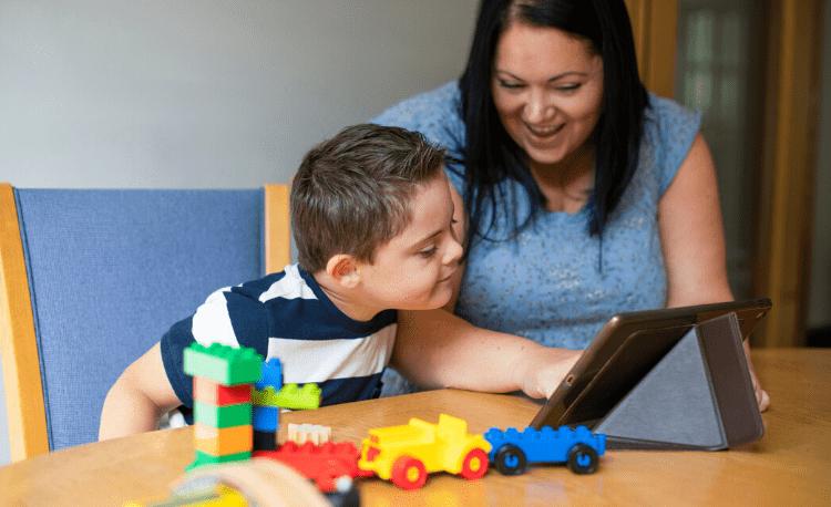 Astăzi purtăm albastru! 2 aprilie - Ziua internaţională de conştientizare a autismului