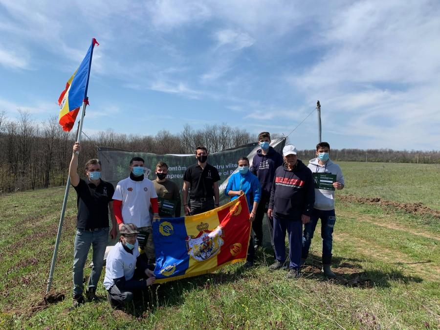 Împreună pentru România. Peste 2000 de puieți de Cer, plantați de Principele Nicolae și voluntari lângă Craiova