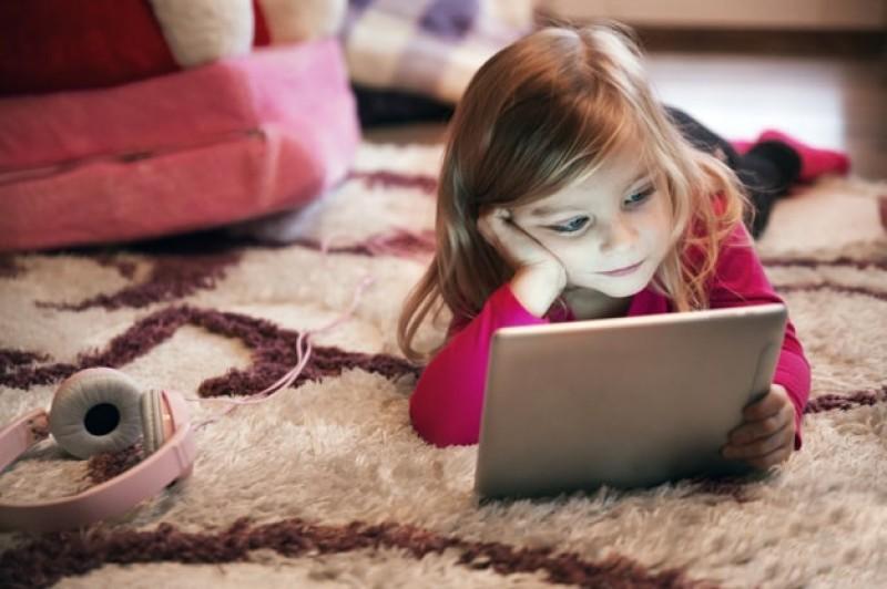 Salvaţi Copiii: 49% dintre copii verifică uneori, rar sau deloc informaţiile găsite pe internet
