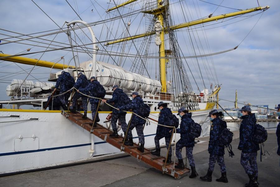 """Nava-școală """"Mircea"""", într-un nou marș de instrucție. Cadeții vor executa activități marinărești specifice, timp de 5 zile"""