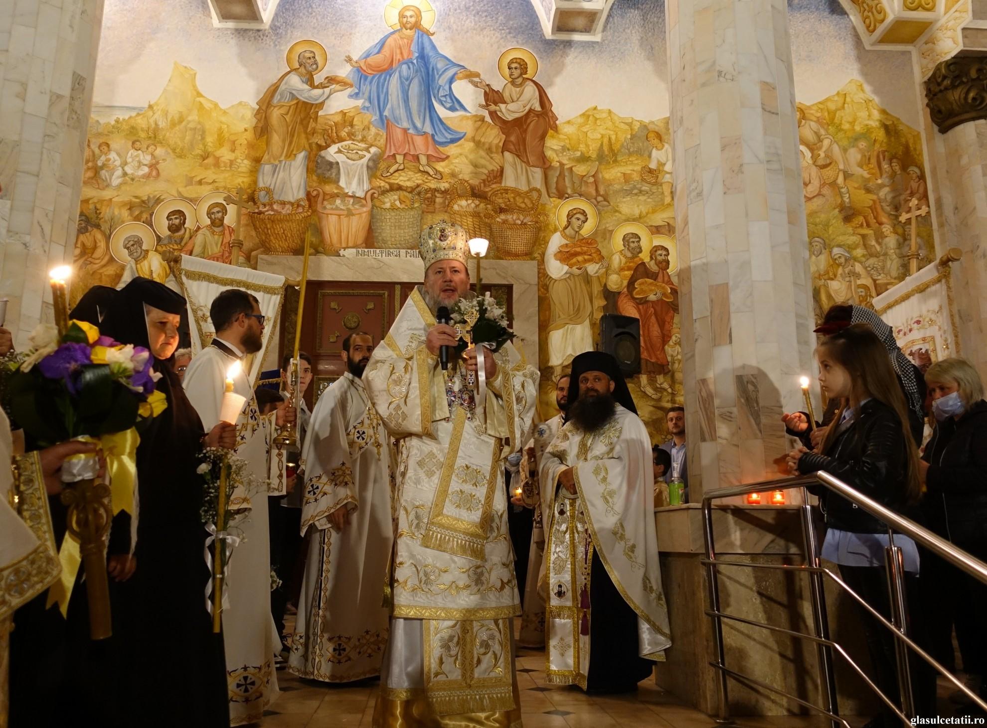 ÎN IMAGINI – Slujba Învierii și Liturghia Arhierească la Mănăstirea Gai