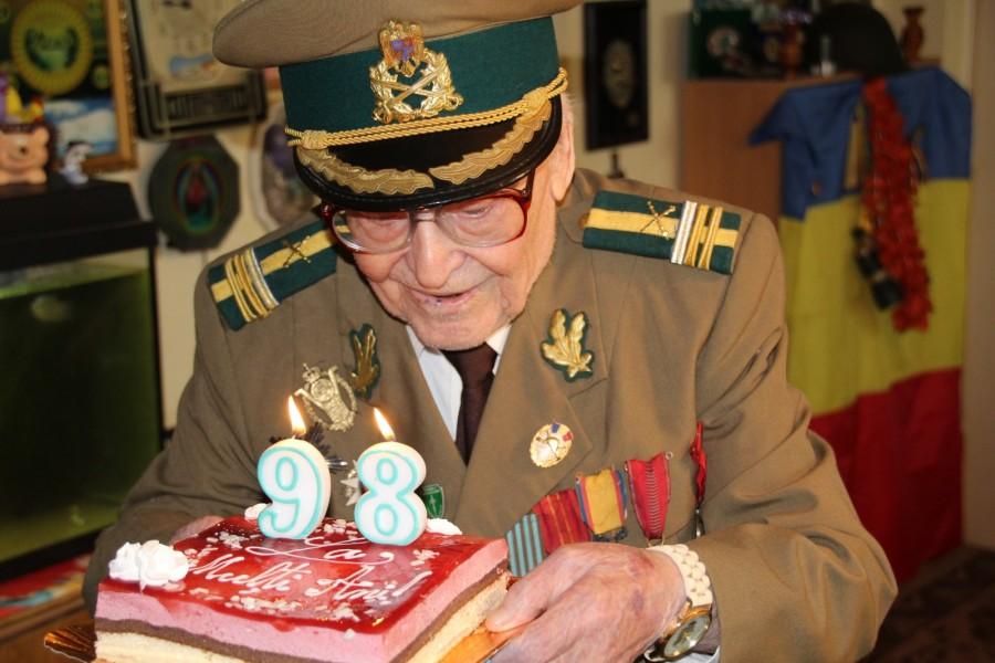 Veteranul de război Simion Isac Juravschi, sărbătorit la împlinirea vârstei de 98 de ani