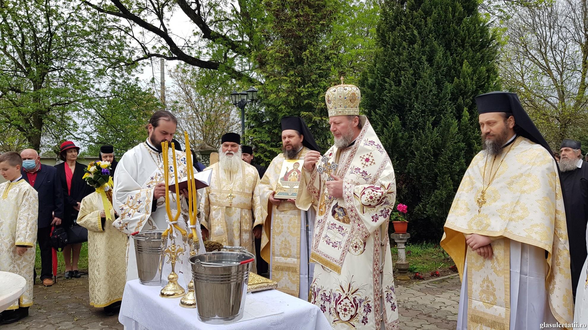 """(FOTO) PS Emilian, la Mănăstirea Bodrog: """"Izvorul Tămăduirii ne arată cum harul tămăduitor al lui Dumnezeu lucrează în Biserică pentru însănătoșirea oamenilor"""""""