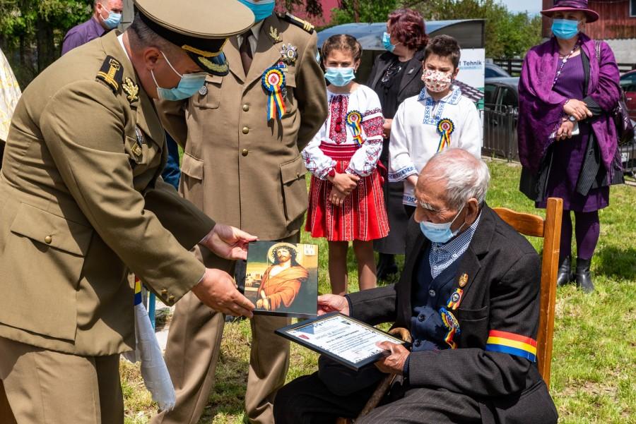 Veteranul de război Avram Toader Constantin, sărbătorit la 102 ani