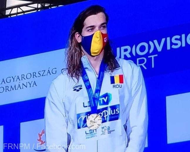 Robert Glinţă, medaliat cu aur în proba de 100 m spate, la Europenele de la Budapesta