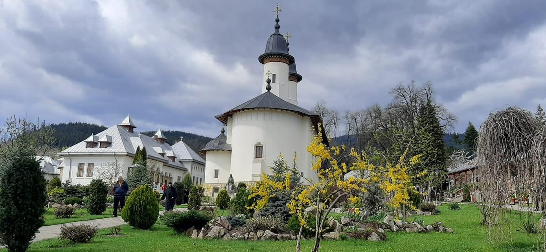 Arheologii au descoperit vechiul cimitir al Mănăstirii Văratec