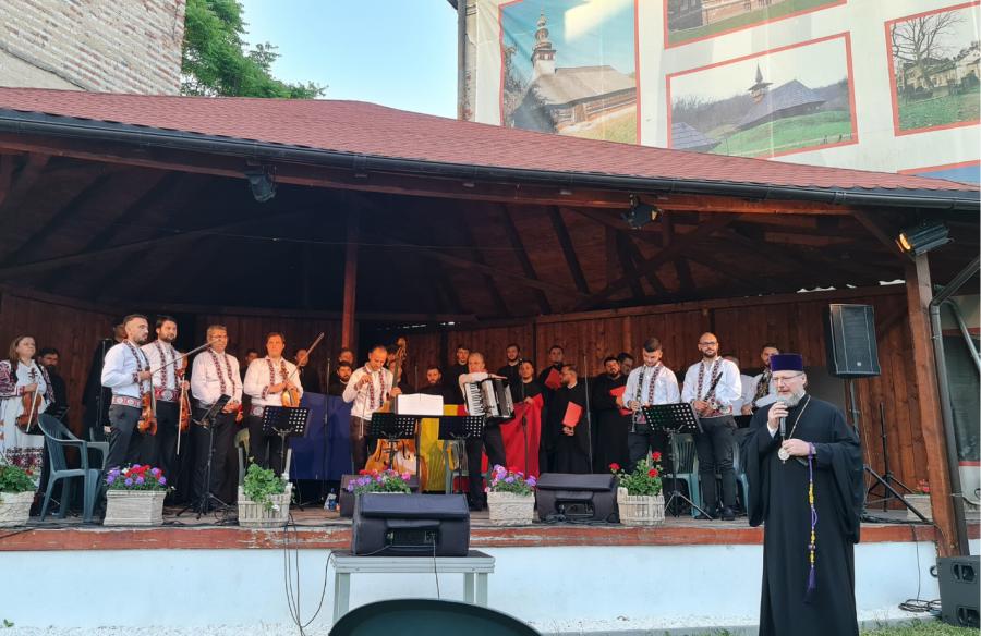 """O seară cât o Înviere, la Teatrul de Vară din Arad! Bucurie și comuniune după pandemie, într-un concert de excepție susținut de Grupul """"Sf. Ioan Damaschin"""" și Orchestra """"Rapsodia"""""""