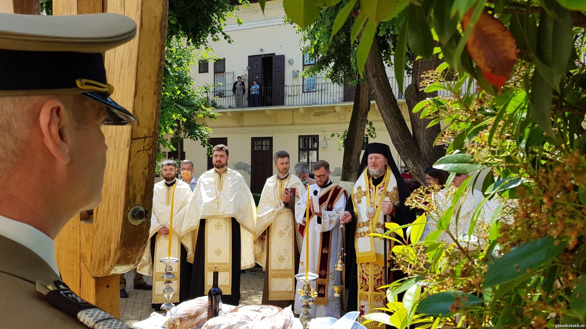 """(FOTO)""""Înălțarea Domnului, bucuria omului"""". Liturghie Arhierească, pomenirea Eroilor și depunere de coroane, la Catedrala Veche din Arad"""