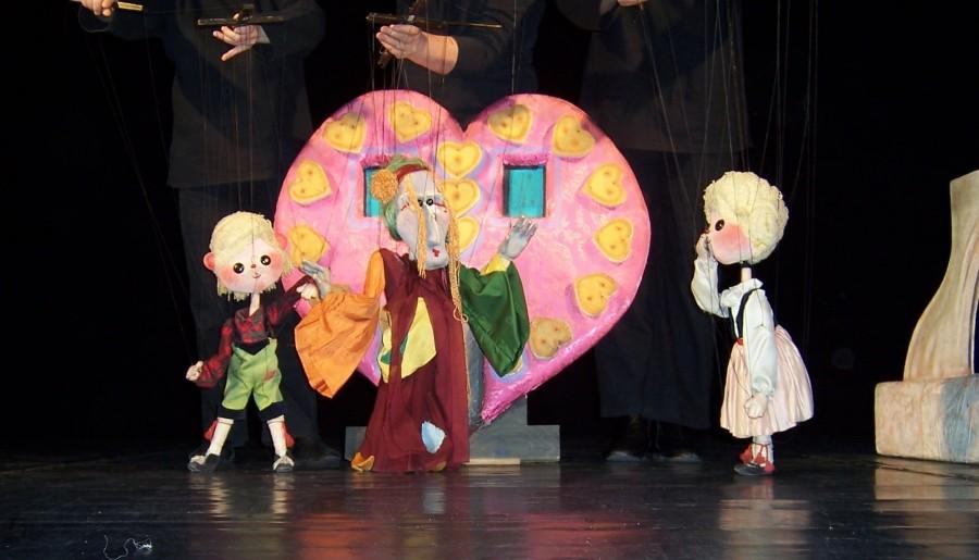 """""""Hansel și Gretel"""" – o nouă poveste veselă și plină de tâlc, pe scena de la Marionete"""