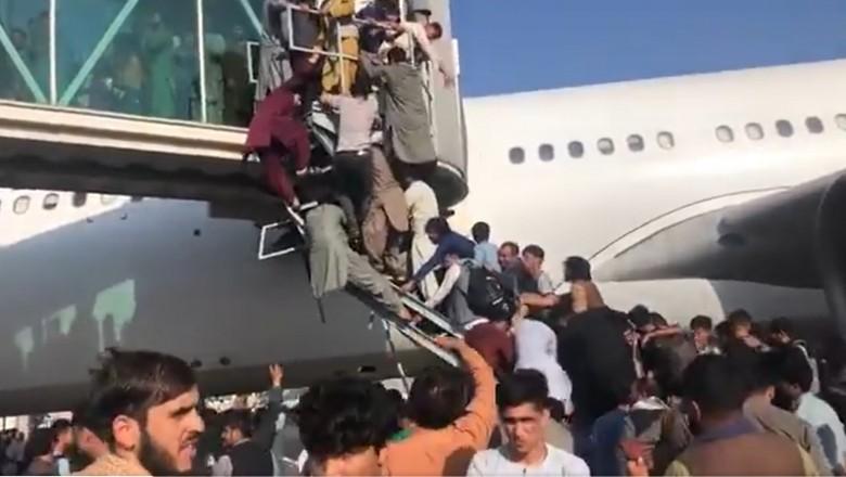 Scene dramatice pe aeroportul din Kabul. România trimite Forțele Aeriene în Afganistan, pentru evacuarea cetățenilor români