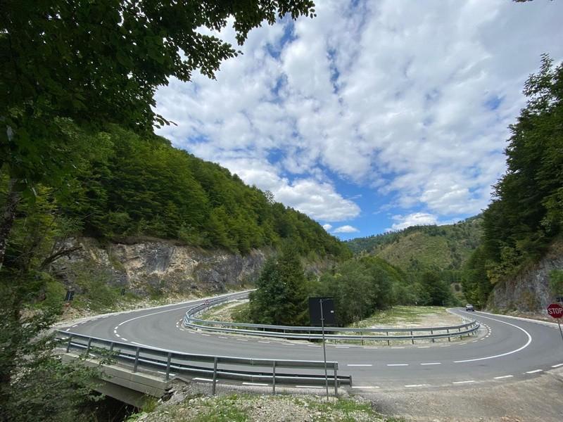 Primul tronson din Drumul Apusenilor, cel mai mare proiect de infrastructură rutieră montană din Transilvania, finalizat cu 3 luni înainte de termen