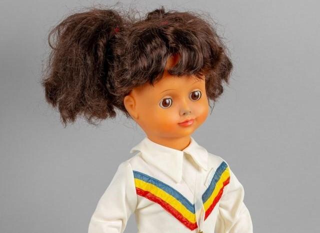 """Nadia, păpușa realizată la """"Arădeanca"""", una dintre cele peste 2.000 de piese expuse la """"Muzeul Jucăriilor"""" de la MNIR"""