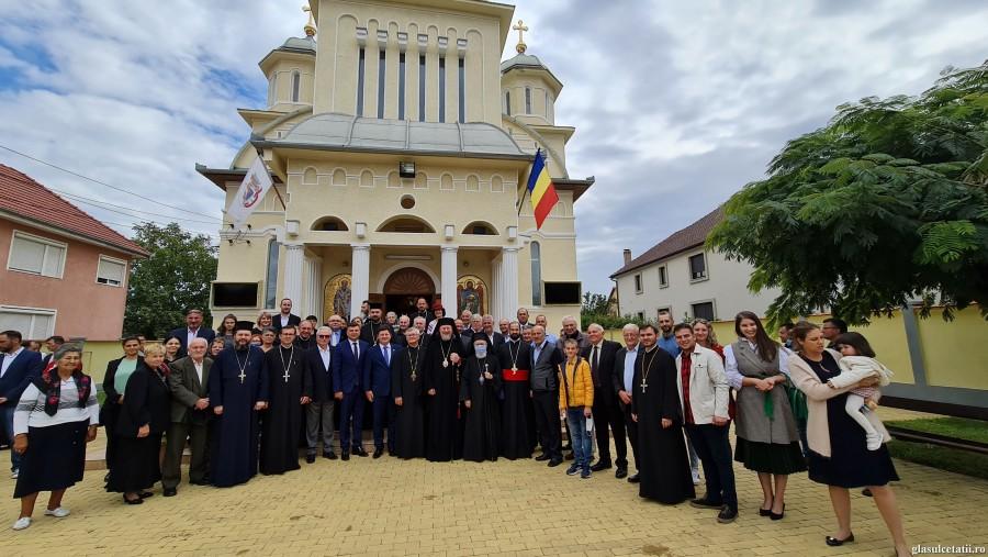 """(FOTO) Părintele Arhidiacon Mircea Proteasa a fost hirotonit întru preot pentru Parohia """"Nașterea Sf. Ioan Botezătorul"""" din Arad - Bujac"""