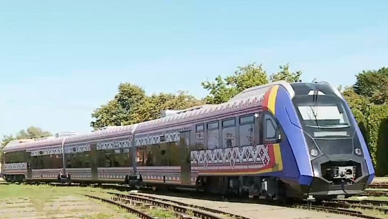 Un tren românesc, gata de omologare. Poate merge cu 120 km/h, dar va circula pe rute cu viteza medie de 30 km/h