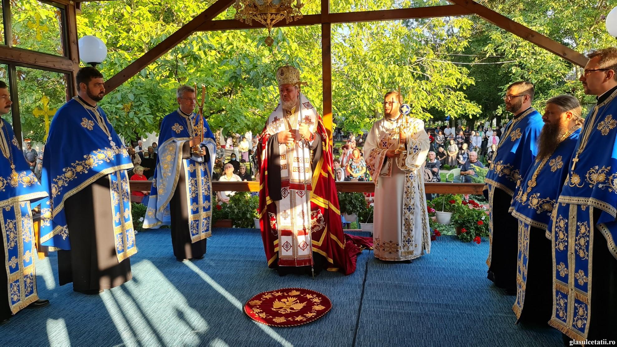 (FOTO) Priveghere arhierească la Mănăstirea Gai, în Ajunul Nașterii Maicii Domnului
