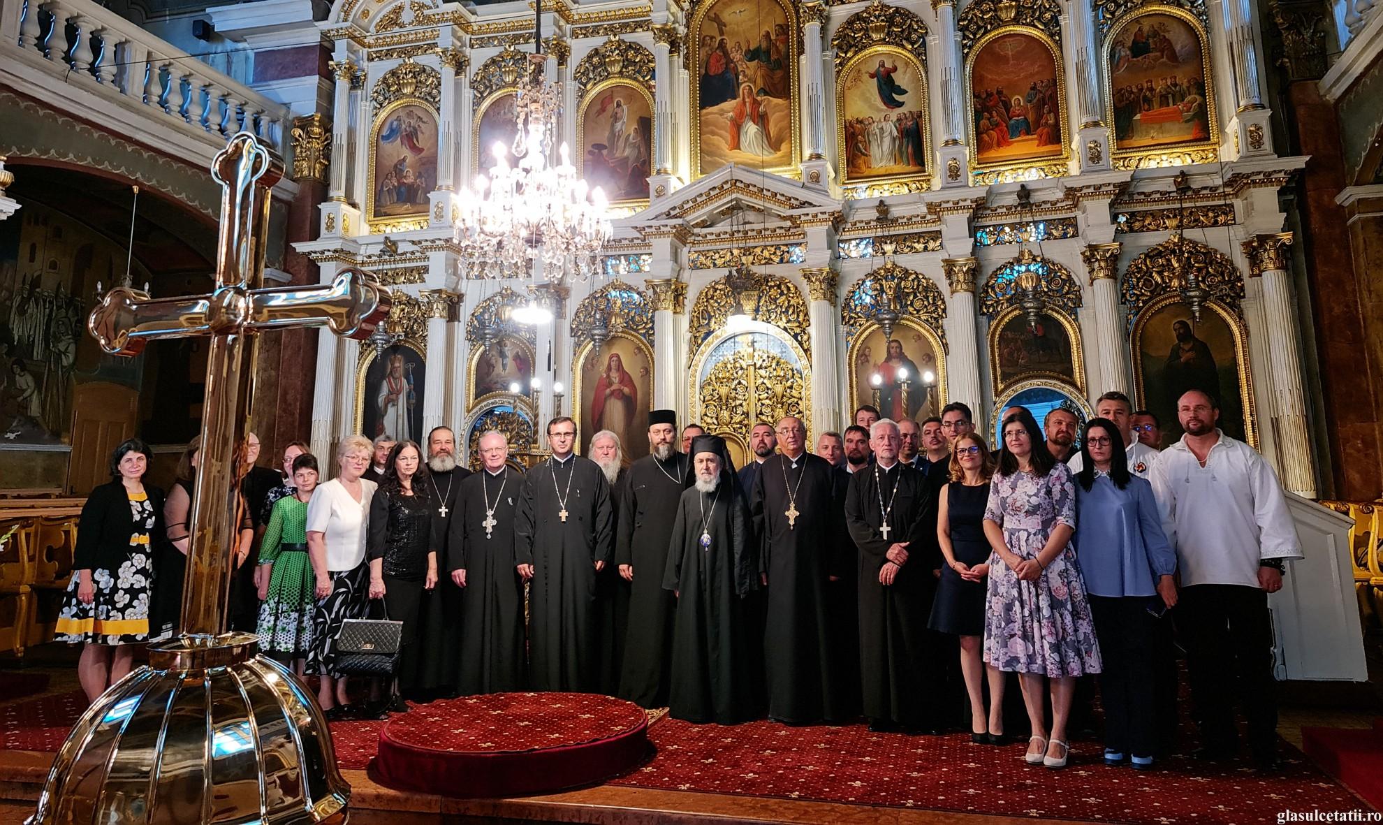 (FOTO) Promoția 2001 a Facultății de Teologie Ortodoxă din Arad a spus PREZENT după 20 de ani de la absolvire