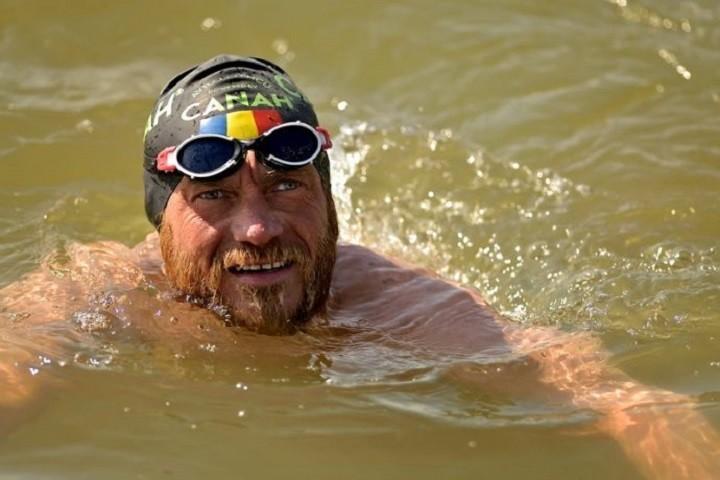 Avram Iancu a înregistrat o nouă premieră mondială! A înotat 18 ore împotriva curentului pe Dunăre