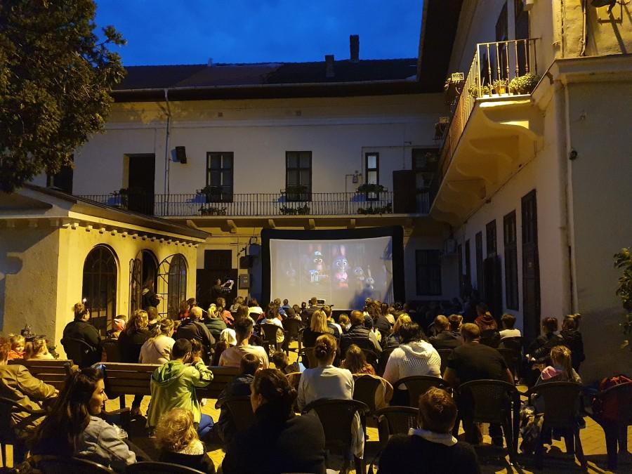Peste 150 de copii s-au bucurat de o seară de film în aer liber la Catedrala Veche din Cetatea Aradului