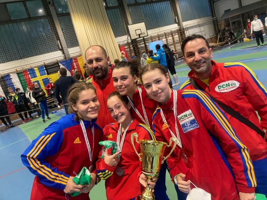Argint pentru România, la sabie feminin cadeți!