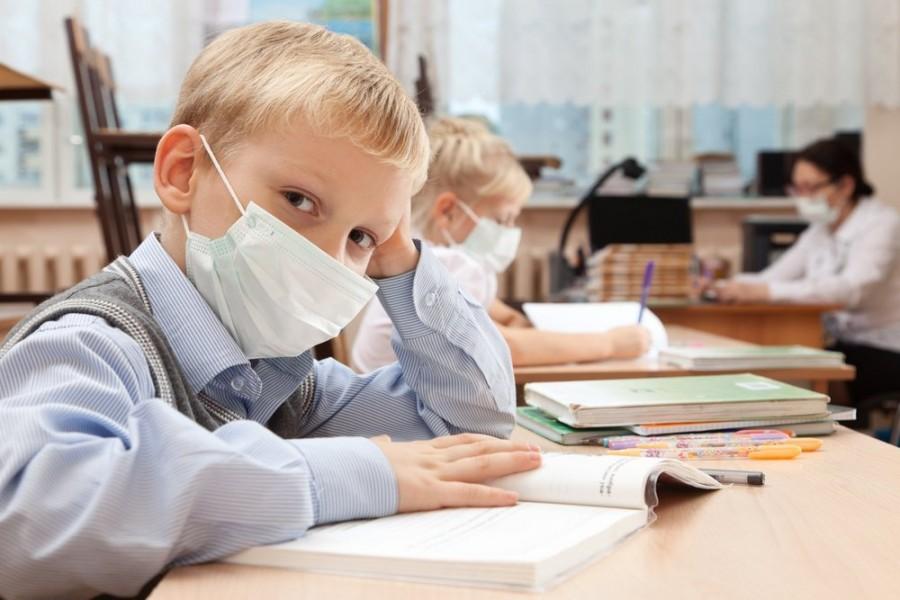 Cum vor fi testați copiii infectați cu SARS-CoV-2, care revin la școală