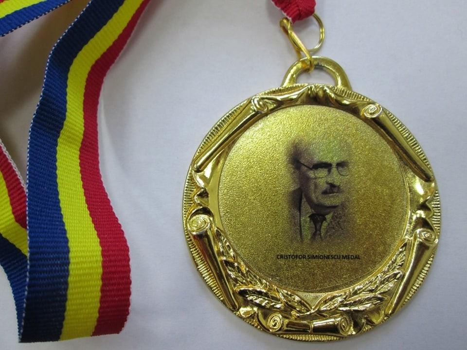 """Doi cercetători din Academia Română, distinşi de American Chemical Society cu Medalia """"Cristofor Simionescu"""""""