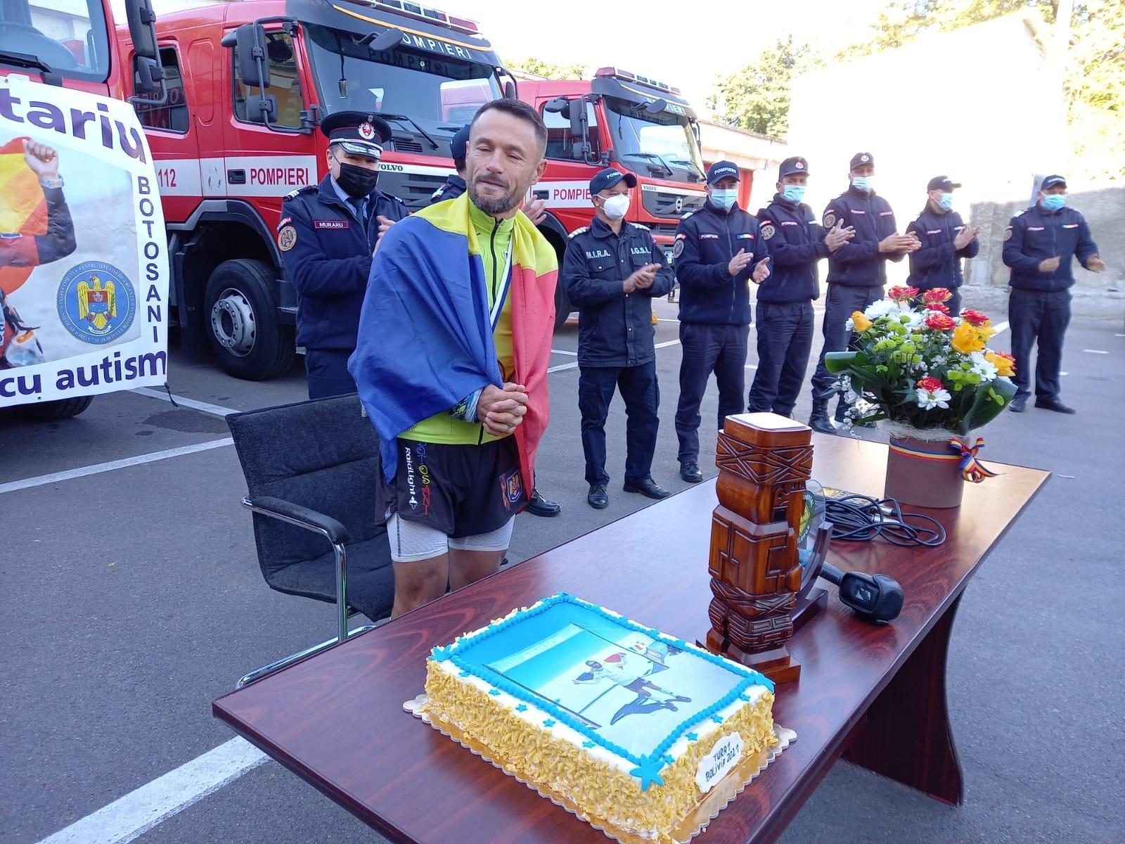"""Pompierul român care a câștigat """"Ultra Bolivia Race"""", întâmpinat cu aplauze de colegi"""