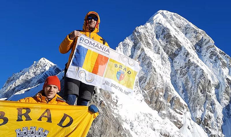 Doi alpinişti din vestul țării, în expediţie în Himalaya. Au cucerit deja primul obiectiv, vârful Kallapatar (5.643 m)