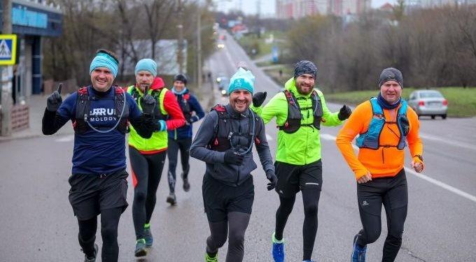 """Alergători și veterani de război din Moldova, în premieră la """"Ștafeta Veteranilor"""" organizată de Invictus România"""
