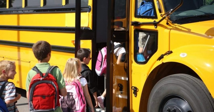 Transport gratuit pentru elevii din învăţământul primar