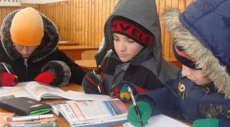 Mai multe școli din vestul țării, închise din cauza frigului din clase