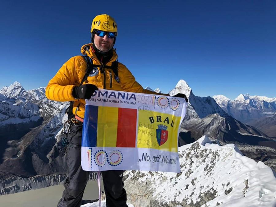 Un polițist din vestul țării a cucerit vârful Island Peak (6.189 m), din Munţii Himalaya