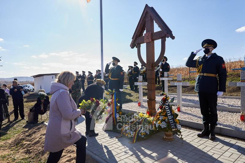Un cimitir al Eroilor Armatei Române, reinaugurat și sfințit într-o localitate din Republica Moldova